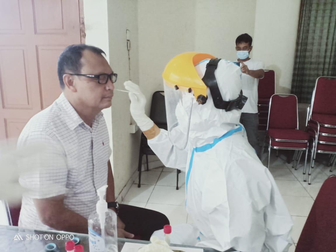 Tinjau Kantor Penghubung Di Padang Bupati Mentawai Ikuti Tes Swab Padek Co